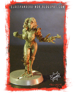 Miniatura de dríade para Blood Bowl realizada por ªRU-MOR para WILLY Miniatures