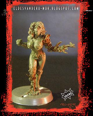 Miniatura de dríade para Blood Bowl realizada por ªRU-MOR para WILLY Miniatures