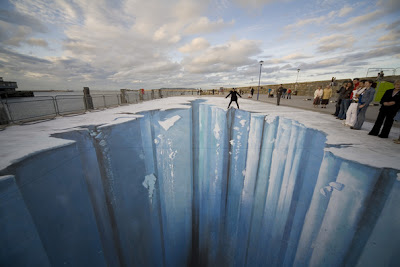 chalk 3d art - crevasse chalk art