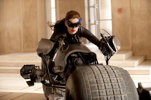 catwoman-dark-knight-rises-on-the-bat-bike