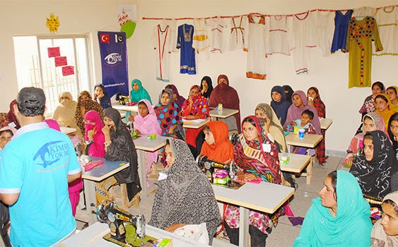 Kimse Yok Mu trains flood victim Pakistani women for a job