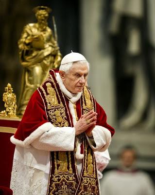 Paus Benedictus XIV treedt terug