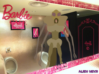 Jimi Appendix at the Barbie Cafe Taiwan