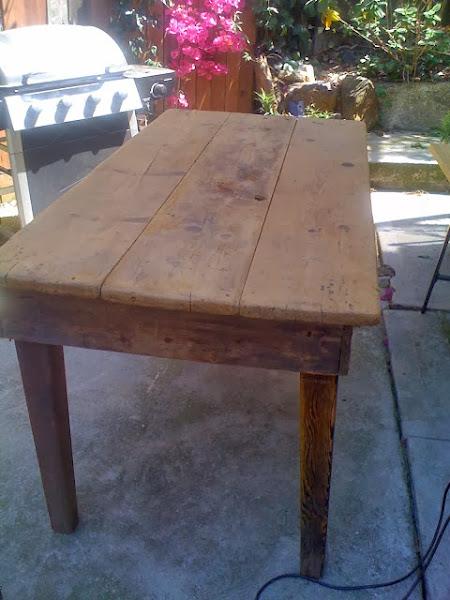 Mesa vieja decorar tu casa es for Como decorar una mesa de madera vieja