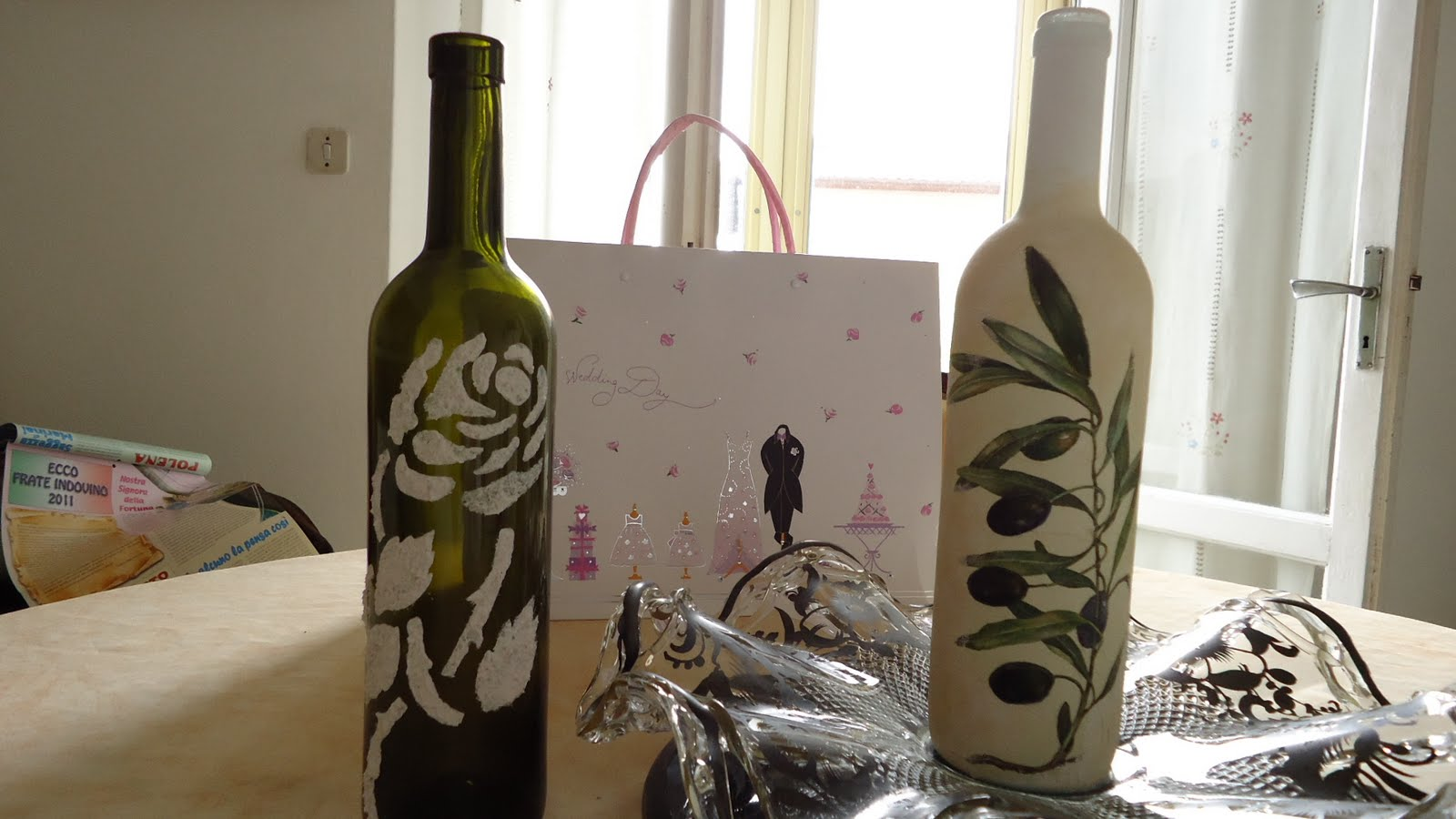 Manualidades Con Botellas De Vino http://manualidadesdenancy.blogspot.com/2011/05/botellas-decoradas.html