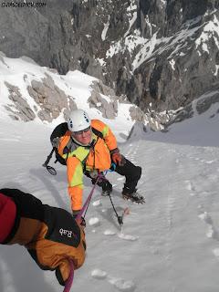 Escalada del corredor norte del Friero con guia de alta montaña , guiasdelpicu.com, Fernando Calvo