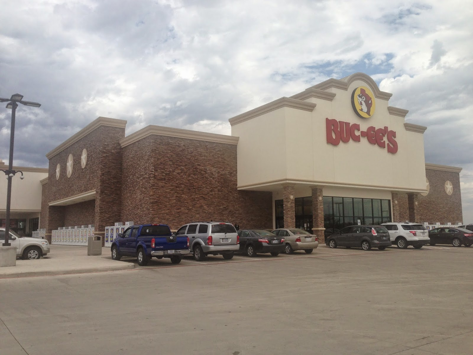 Buc ee s New Braunfels    the largest convenience store in the world. Mike Jutan s World  Texas 2013 Day 3  Buc ee s