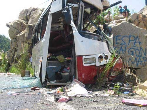 Vụ xe đâm núi: Do tài xế sử dụng sai phanh