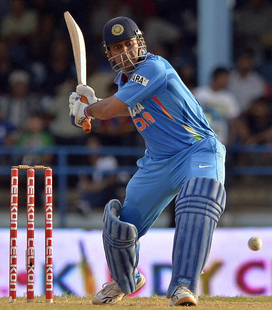MS-Dhoni-Final-India-vs-Srilanka-Tri-Series-2013