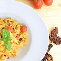 http://wasdunichtkennst.de/recipe/tagliatelle-yogurt-e-pomodori-bandnudeln-mit-joghurt-tomaten-sauce/
