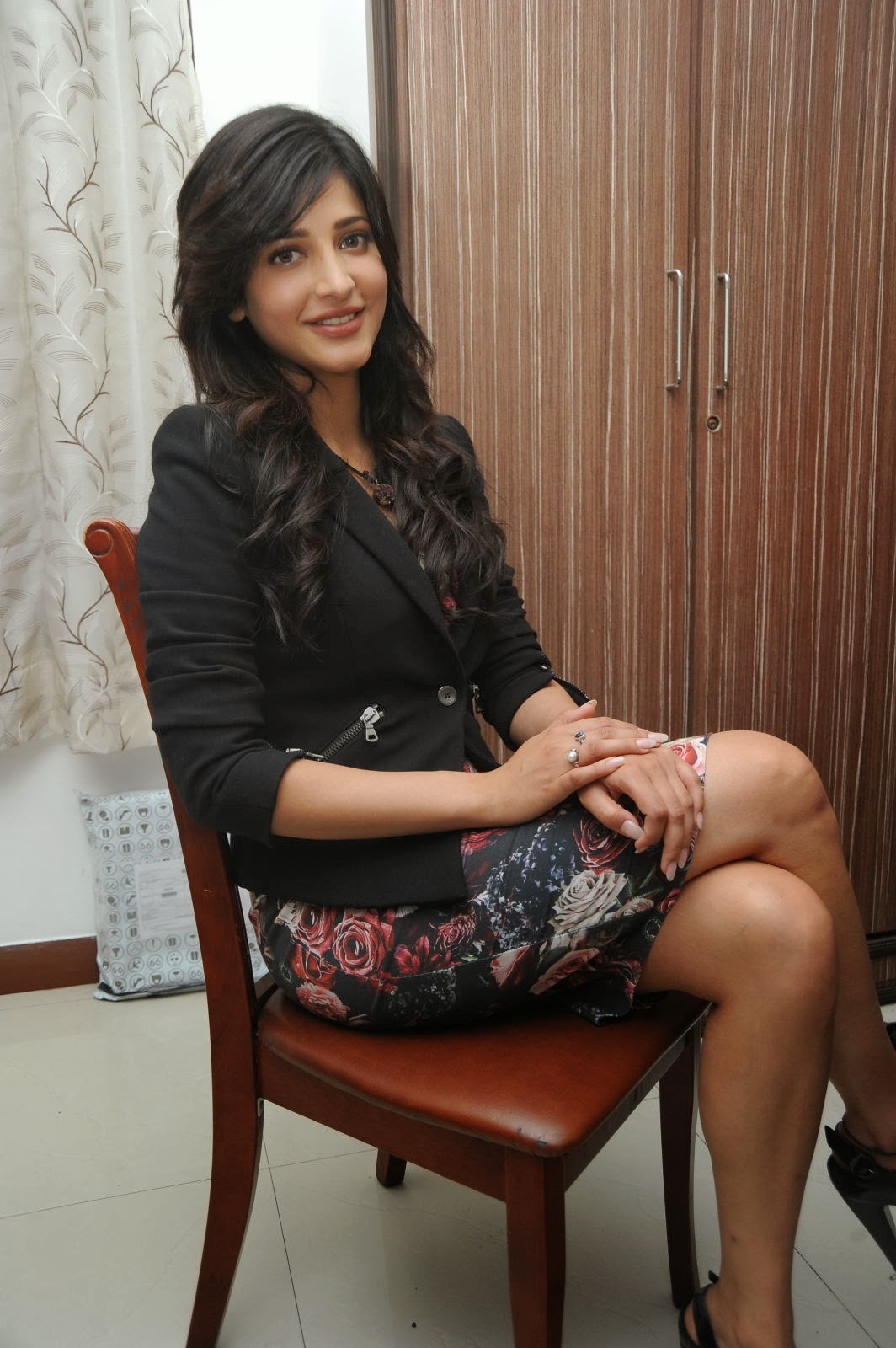 Celebrity Legs And Feets More Of Shruthi Hassan S Hot And Sexy Legs
