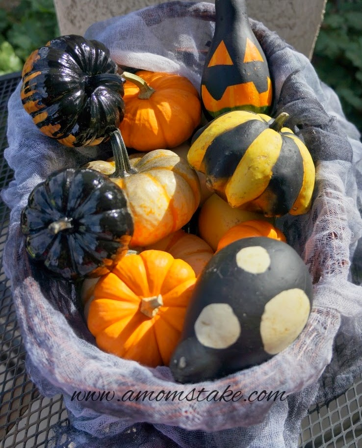 http://www.amomstake.com/2014/09/how-to-paint-pumpkins-halloween/