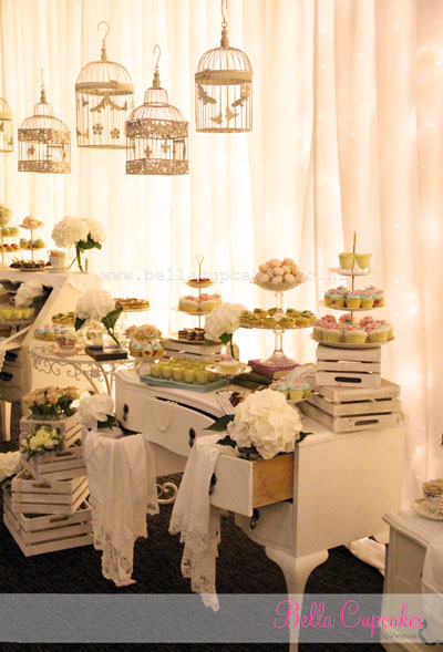 Bella cupcakes mr mrs luong vintage inspired dessert table - Manteles shabby chic ...
