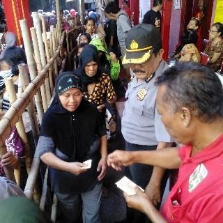 Ribuan Warga Pekalongan Antri Beras