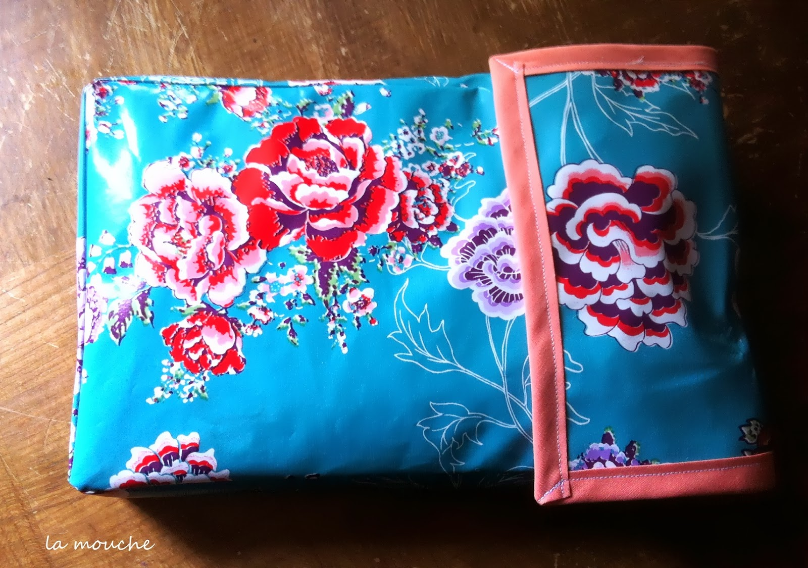 diy pochette en toile cir e la mouche 3 fois rien. Black Bedroom Furniture Sets. Home Design Ideas
