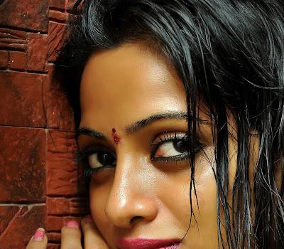 Hot sexy Madhumati heroine udhaya banu stills gallery