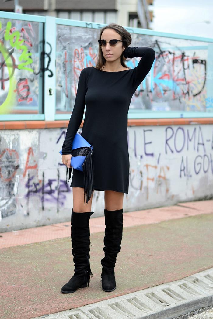 abito nero accessori frange