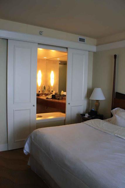 Unser Zimmer im Westin Diplomat Resort & Spa in Fort Lauderdale © Copyright Monika Fuchs, TravelWorldOnline
