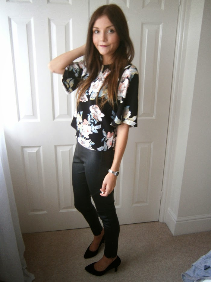 Leather trousers fashion blogger