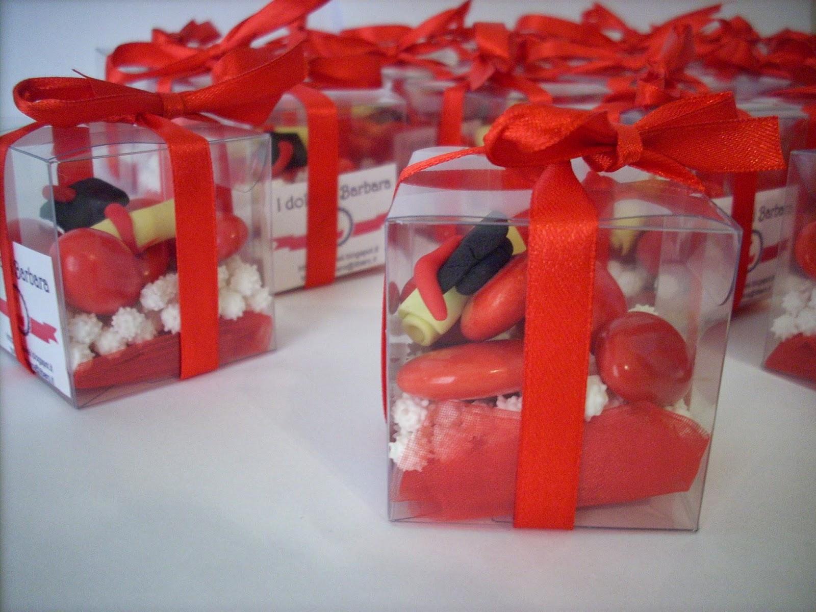 Confetti decorati per laurea con tocco e pergamena for Decorazioni per torte di laurea