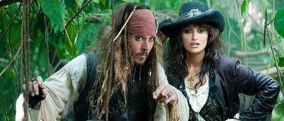 Jack Sparrow (Johnny Depp) et Angelica (Penélope Cruz) dans Pirates des Caraïbes : la Fontaine de Jouvence
