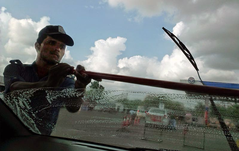 Windshield Wiper man cleaning car window