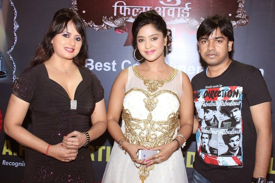 bhojpuri actress Subhi sharma and item girl Arana gupta at Bhojpuri Film Award 2014