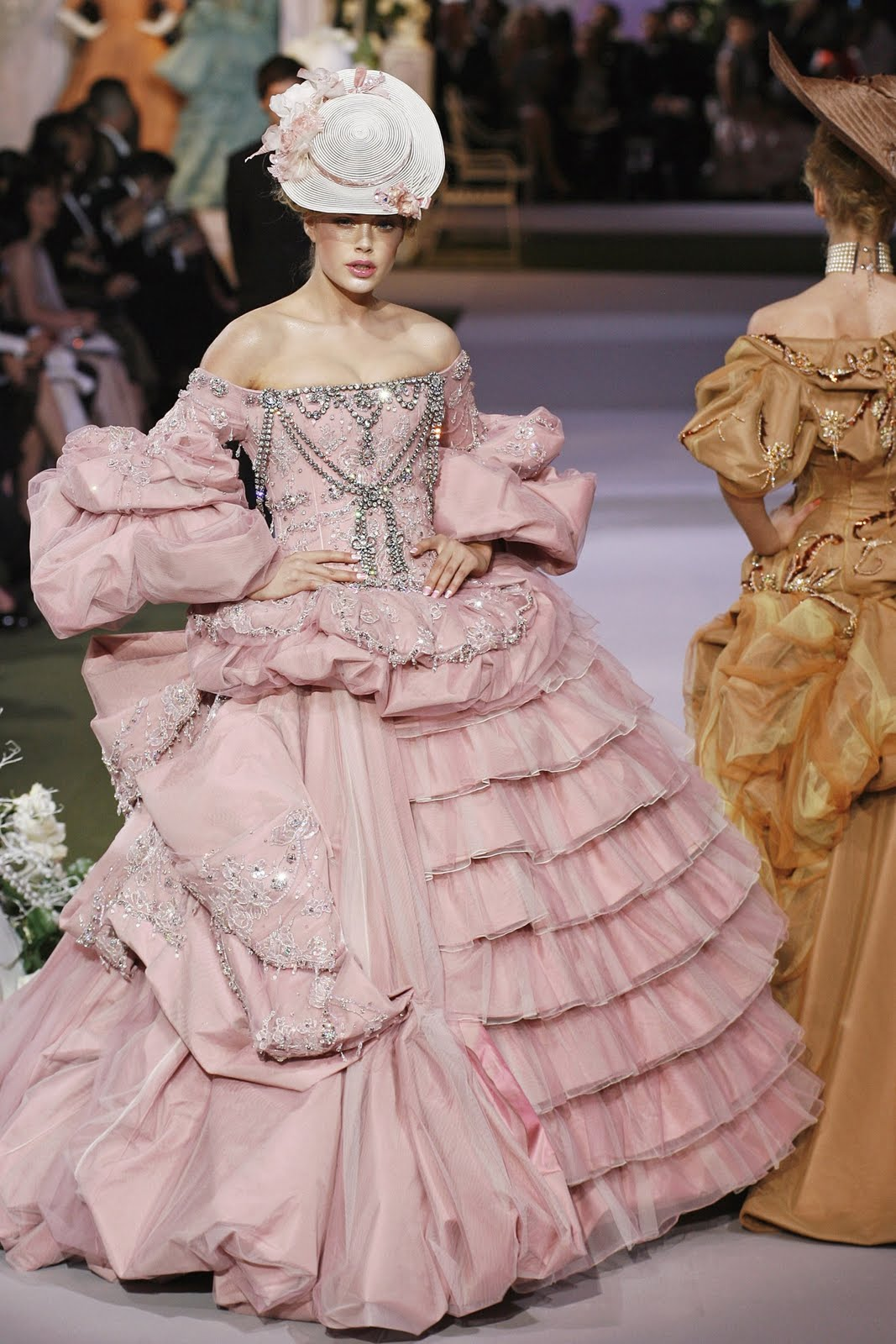 Marie antoinette meets vivienne westwood the 18th century for Modern haute couture