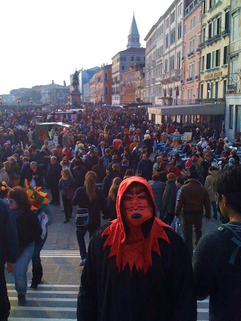 folla a Venezia durante in Carnevale