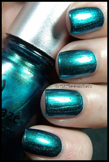China Glaze Deviantly_Daring