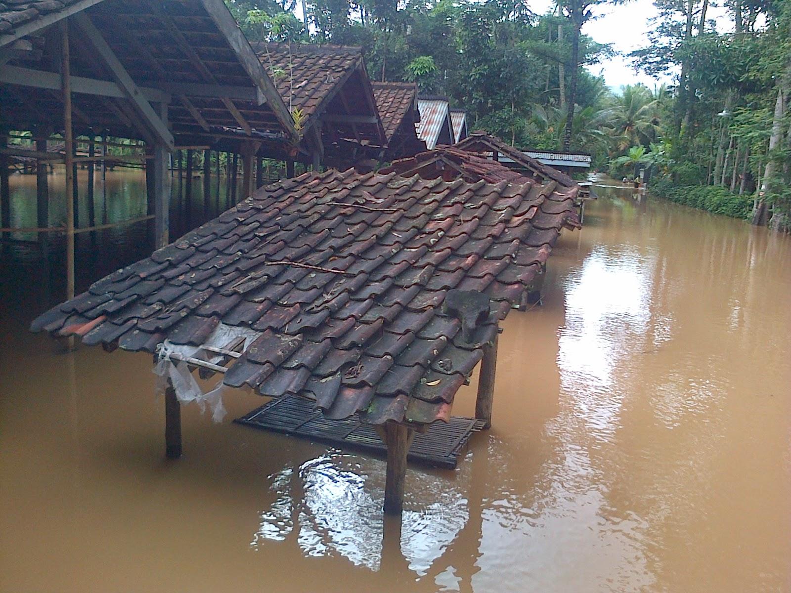 Pasar Ngrayung Kebanjiran