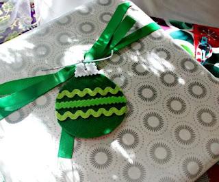 http://www.hisugarplumsblog.com/2015/12/pretty-gift-wrap-ideas.html