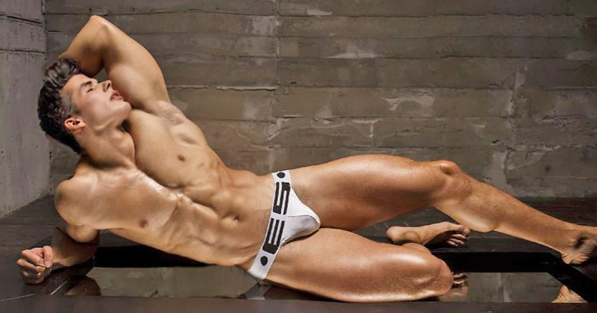 Планшете красивый дрочит член мужчина мускулистый на свой смотреть