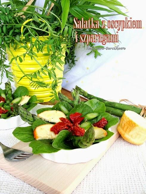 Sałatka ze szpinakiem i szparagami