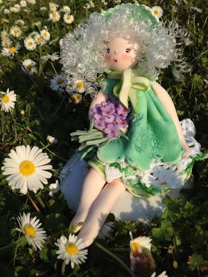 bambola di mais seduta