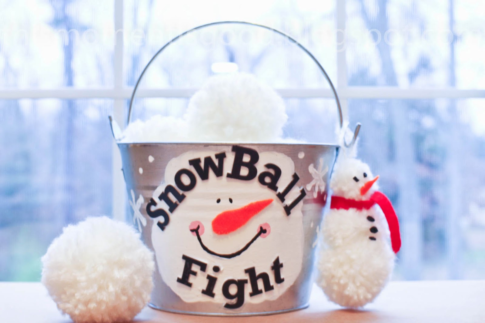 Loom Knitting by This Moment is Good!: SNOWBALL FIGHT IN A BUCKET