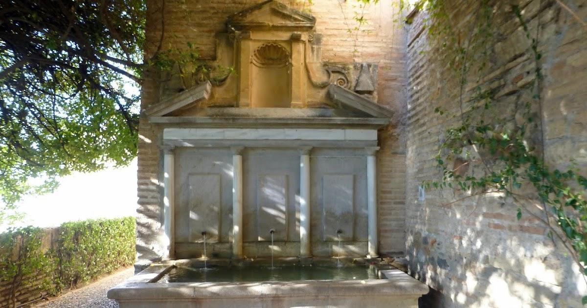 Fuentes de granada este es uno de los dos pilares del for Amaru en la puerta de un jardin