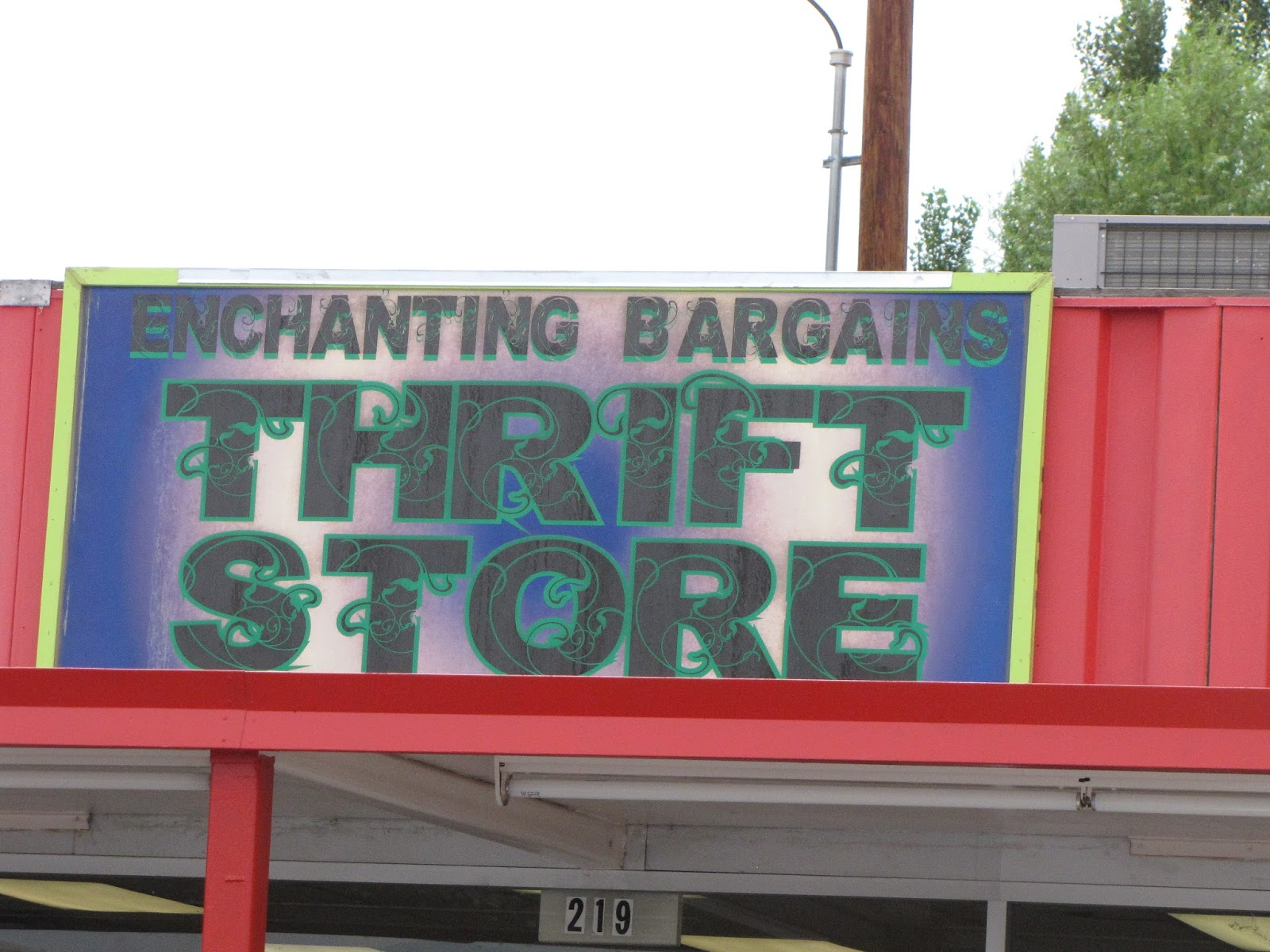 Ems joie de weird 2015 enchanting bargains thrift store in espaola is also on the southbound side of hwy 84 285 a bit farther north than boomerangs fandeluxe Images