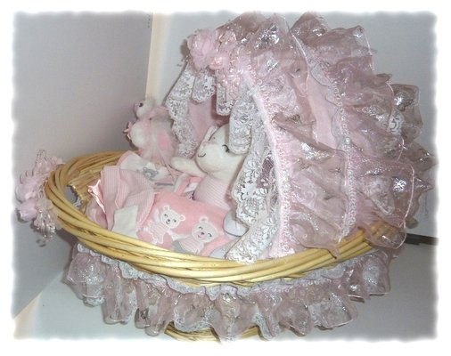 Bassinet Gift Basket1