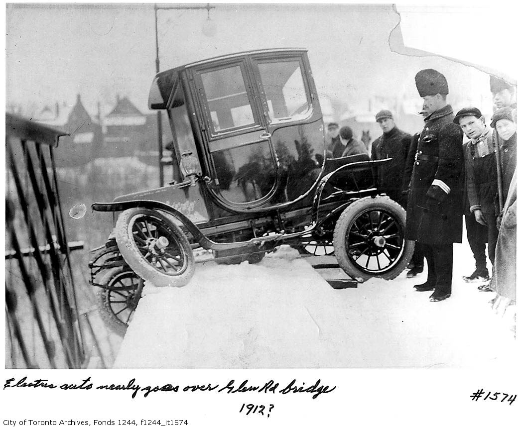 Photos Of Old-Timey Car Crashes