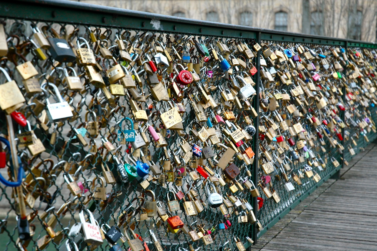 I 39 d rather be in paris eternal love in paris love locks for Love lock bridge in paris