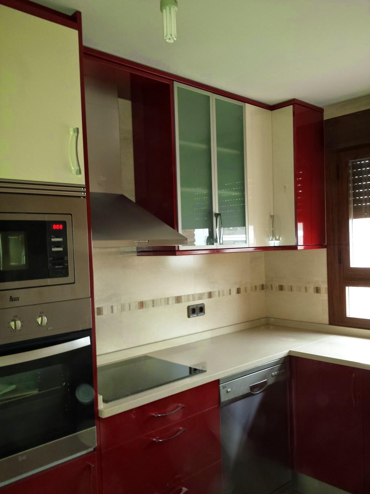 Puertas y maderas gasca mobiliario a medida y reformas - Cocinas color burdeos ...