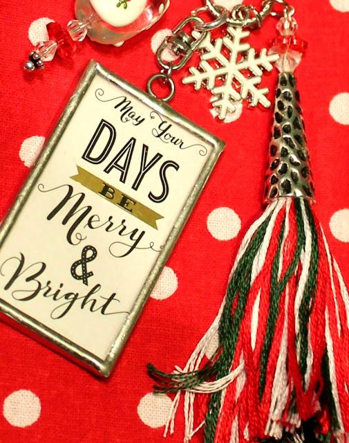 Merry & bright charm, tassel