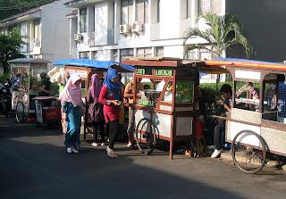 Makanan Khas Indonesia – Cara Berjualan Makanan Di Indonesia gerobak