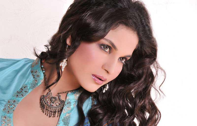 Veena Malik Beautiful Awesome Style Images