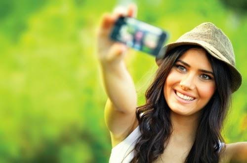 Cara Foto Selfie Agar Terlihat Cool