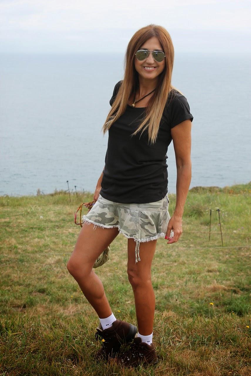 THG Camisetas, Chirucas, Martens, shoes, t-shirt, bag, look, fashion, style, blog de moda en Cantabria, Pechón, Carmen Hummer, Cool, Todos tus pasos son mis alas
