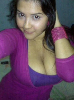 Sexy Desi Indian Girls Showing Hot Cleavage Naughty Mood