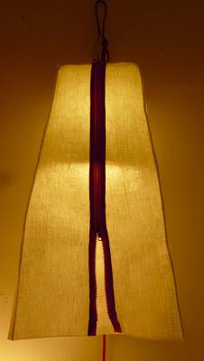 peint à la main - lampe KUB - design -lampe - deco - aix en provence - creation- fait main - made in france - luminaire - luminaires - à poser - à suspendre - lin- toile de jute - PcM - pcm - lampe de couleur - eco design - matières naturelles - matériaux recyclés - pièces uniques - petites séries - décoration - artisanat - baladeuse - lampe POM - cintre - bonbonne d'eau - recyclage - pom - cordon textile - lampe fruit - drapée - amidonné - amidon - textile - fibre végétale - rayures - bonbon – provence – cintres de pressing – brode – couds – couture – broder – souder – soude – dessin de modèles – créations – fabrication française – produits locaux – exposition – peinture à l'eau – tissu – lampe textile – cousu main – 100 % fait main – pascale marquier – modèle unique - lampe personnalisable - personnalisable – sac de lumière - H20 - lumineuse – sac II lumière – lumière – lumières - homologation – norme CE – homologuée – étoile  - *toile – argentée – paillette – lampe sac - housse lavable – lavable en machine – fluocompacte – fluo compacte - luminaire Provence - provence - PROVENCE – pcmcréation – pcmcréations – pcm création – PCM CREATION - pcm créations – PCM CREATIONS - fait à la main – fabrication française – luminaires français – aix – aix en provence – luminaires PACA – luminaires bouches du Rhône – étoile rouge – lampe zip – lampe KUB + housse zippée - housse lavable – lavable en machine -