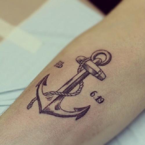 Tatuagem de Ancora e Data